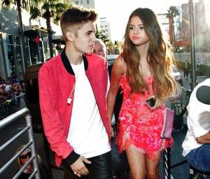 Justin Bieber and Selena Gomez visit Aptos!